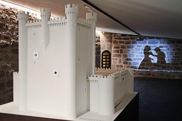 Proyección junto a una maqueta del Museo de Fuensaldaña. El proyecto ha sido llevado a cabo por Avanzia