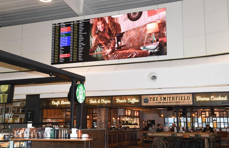 Integración de pantallas Absen en el aeropuerto de Londres Luton