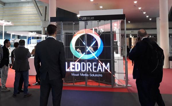 Instalación de Led Dream en la zona experience de la feria Graphispag