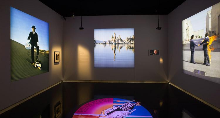 """Una de las salas de la exposición temporal """"Pink Floyd: Their Mortal Remains"""""""