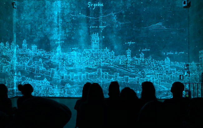 Proyección con luz azul en la Catedral de Segovia