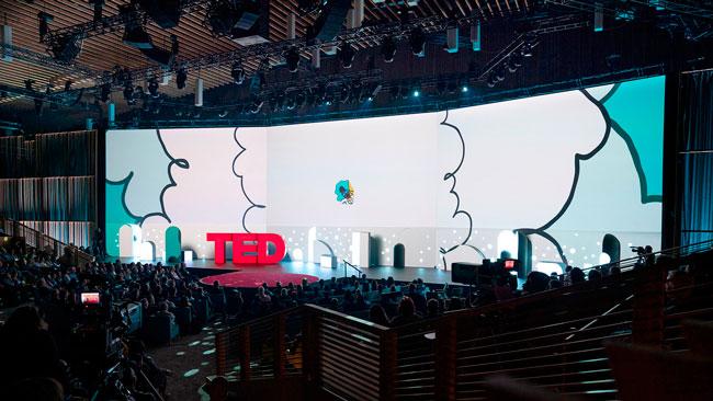 Escenario de TED 2019 con material proporcionado por Meyer Sound