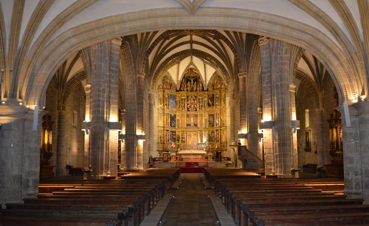 Vista de la nave central de la Basílica de la Asunción de Nuestra Señora