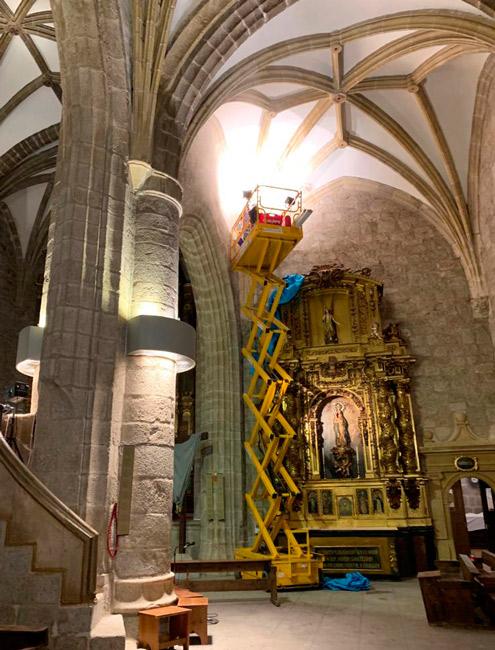 Audiovisuales Sanser instalando el equipo de sonido en Basílica de la Asunción de Nuestra Señora