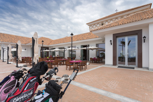 Club de Golf de Alicante Puig Campana con equipos de sonorización de la marca Apart