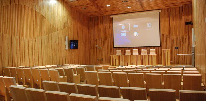 Integracion-Geniux-en-aula-sala-conferencias