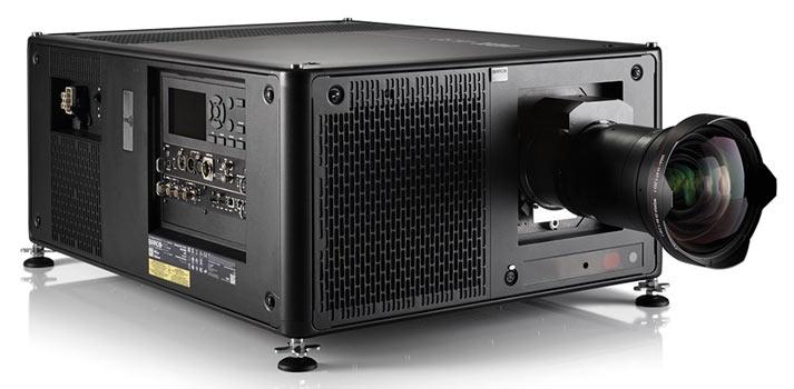 Imagen frontal proyector Barco UDX 4K26