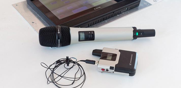Micrófono y receptor inalámbrico de la marca Sennheiser en la Universidad Martin Luther de Halle-Wittenberg