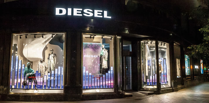 Escaparate digital en tiendas Diesel