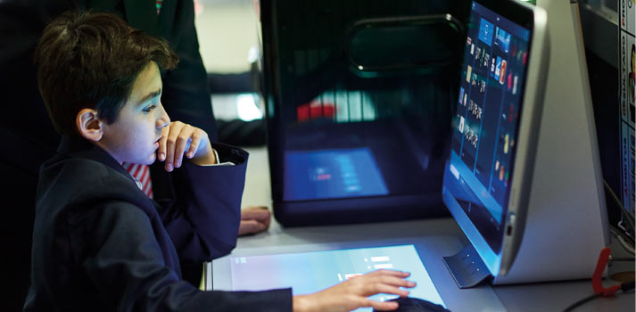 Monitor y pantalla usado por alumnos en SEK