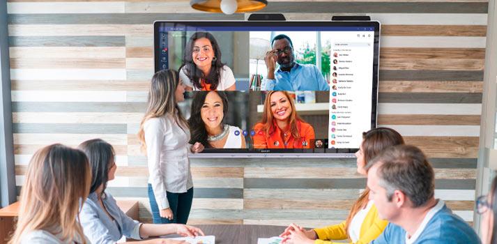 Sharp ha desarrollado el nuevo Windows collaboration display. En la imagen, en funcionamiento en una oficina.