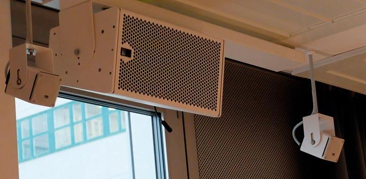 Detalle de unos de los altavoces Meyer Sound instalados en el Instituto Karolinska