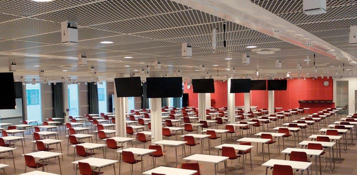 Una de las clases del Instituto Karolinska con sistemas de audio de Meyer Sound