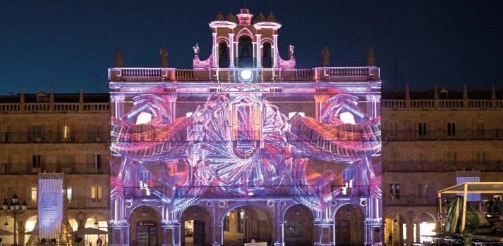 Fachada del Ayuntamiento de Salamanca festival Luz y Vanguardias