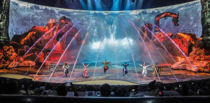 Puesta en escena del espectáculo Qinq Show de Luc Petit. Su mapping es impulsado por disguise