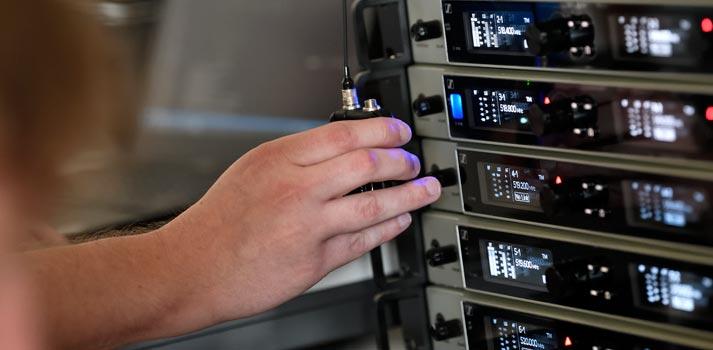 Equipo-digital-6000-de-Sennheiser-con-el-modo-LD-en-uso