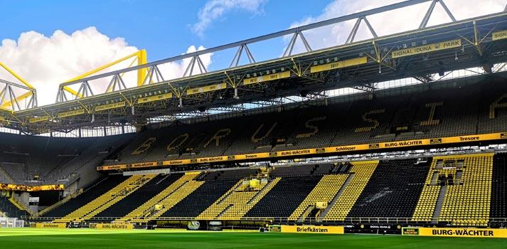 Pantalla LED integrada en el estadio Signal Iduna park del Borussia Dortmund