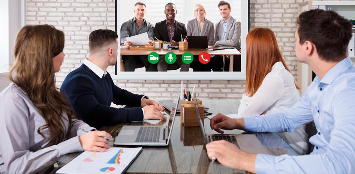 Pantalla que interconecta equipos en un entorno corporativo