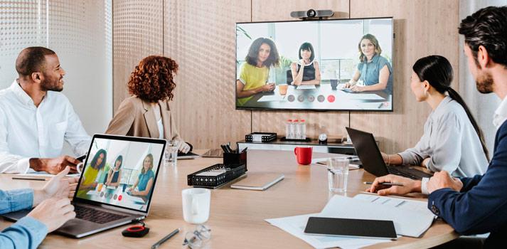 Barco-ClickShare-sistema-de-conferencias-en-oficina