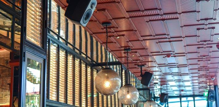 Altavoces de Genelec instalados en el restaurante de Lisboa JNcQUOI