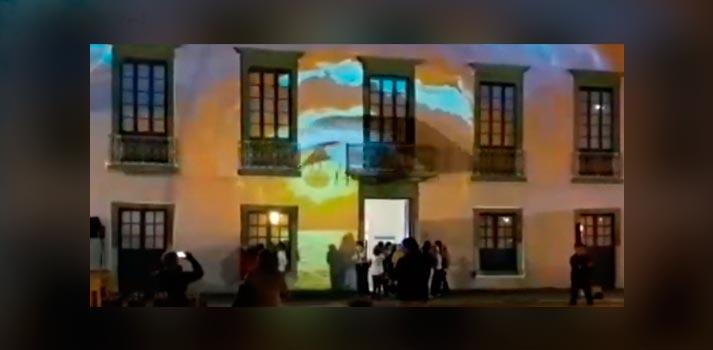 Fachada de la Casa de la Cultura de Arrecife (Lanzarote) con una videoproyección