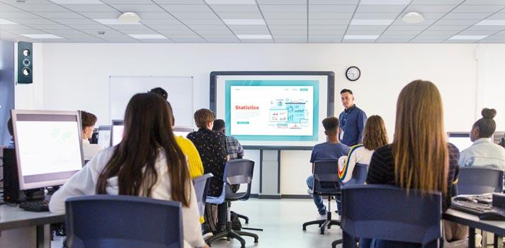 Dos micrófonos de techo Sony MAS-A100 en un entorno educacional