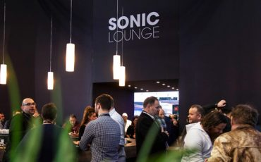 Sonic-Lounge-de-Meyer-Sound-en-la-feria-ISE