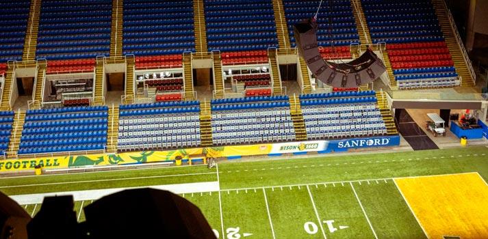 Vista aérea del estadio Fargodome de Fargo en la que se aprecia un equipo ArenaMatch de Bose