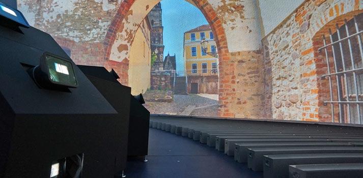 Interior de la cúpula renovada de la Bundeswehr con proyectores de Digital Projection