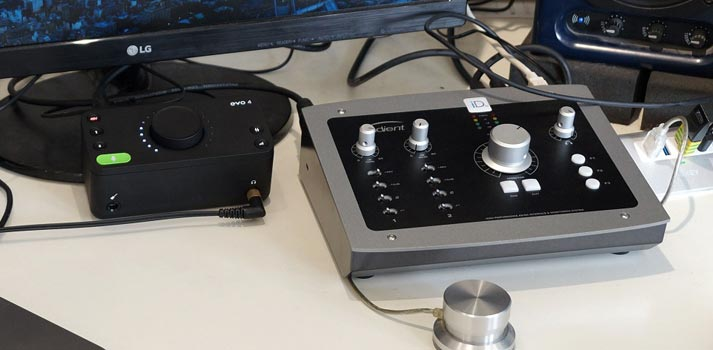 Dispositivo EVO4 de Audient usado para enseñanza remota