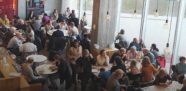 Espacio barra del nuevo restaurante Ostehuset de Noruega