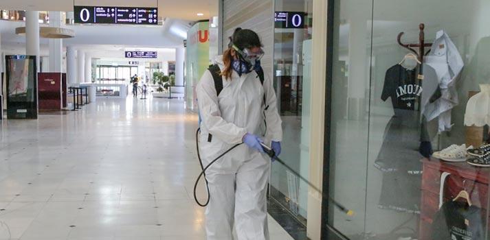 Acciones de desinfección llevadas a cabo en el centro comercial Vallsur
