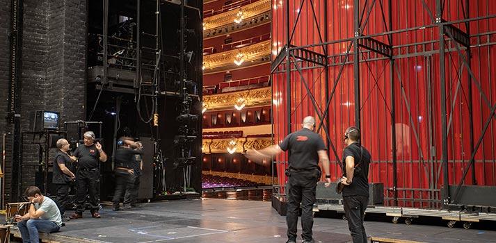 Técnicos sobre el escenario del Gran Teatre del Liceu