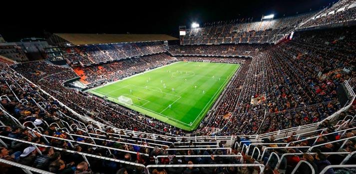 Vista nocturna del estadio del Valencia CF