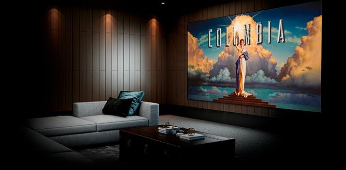 Sala de visionado con proyector Home Cinema de Sony