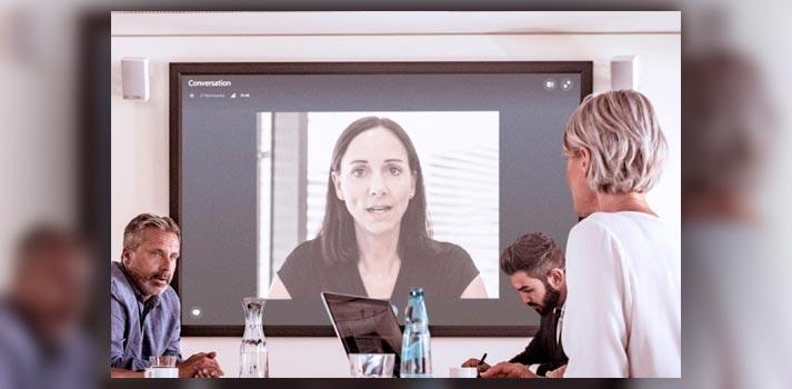 Imagen de una conexión remota en una reunión corporativa compartida por Sennheiser