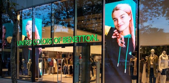 Pantalla LED en las tiendas de United Colors of Benetton (Barcelona)