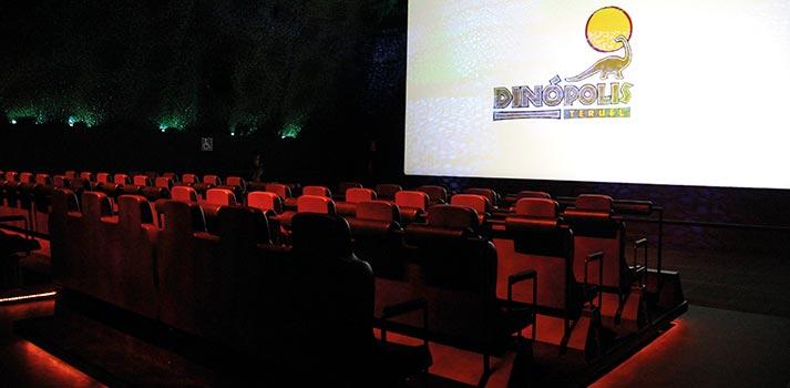 Espectáculo interactivo en el cine de Dinópolis
