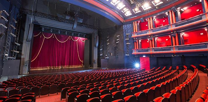 Escenario principal del Teatro Musical Roma de Varsovia integrado con Lina de Meyer Sound