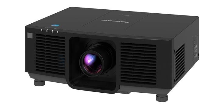 Vista forntal del proyector PT-MZ880 de Panasonic (disponible en mayo de 2021)