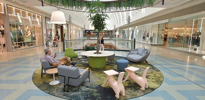 Área de descanso del centro comercial intu Xanadú